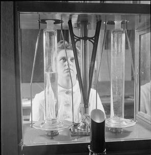 National Physical Laboratory  Science and Technology in Wartime, Teddington, Middlesex, England, UK, 1944 D23194
