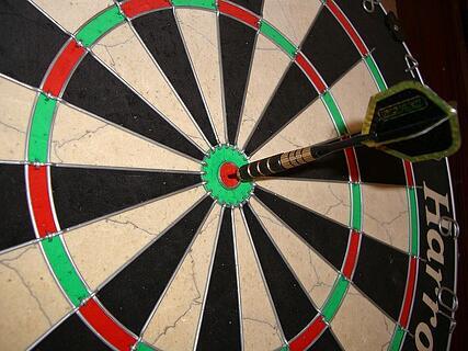 800px Harrows Bristle Board Bullseye