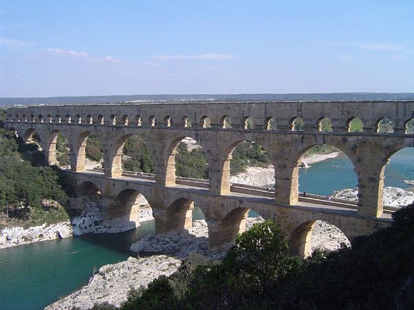 Pont du gard resized 600